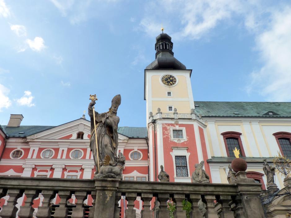 Braunau (Broumov), ehem. Benediktinerkloster, Terrassen vor der Klosterkirche