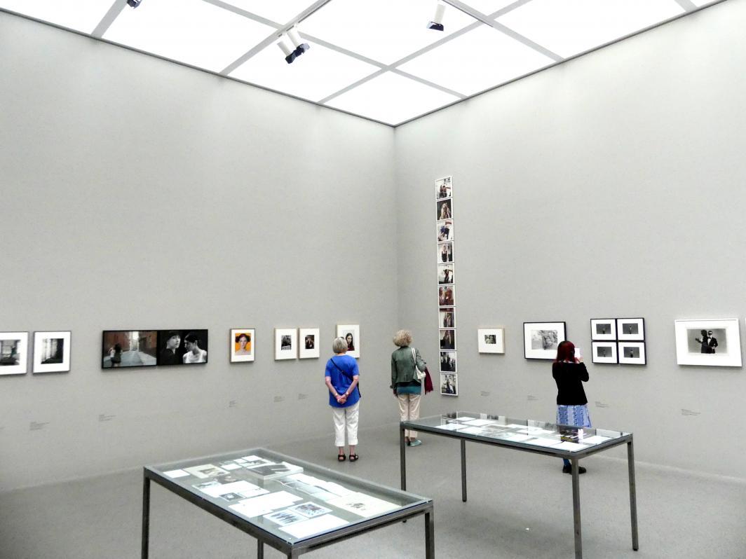München, Pinakothek der Moderne, Saal 8, Bild 1/3