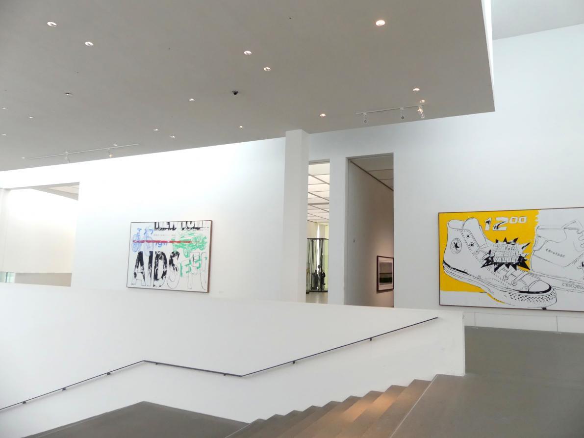 München, Pinakothek der Moderne, Gang im Ostflügel, Bild 1/3