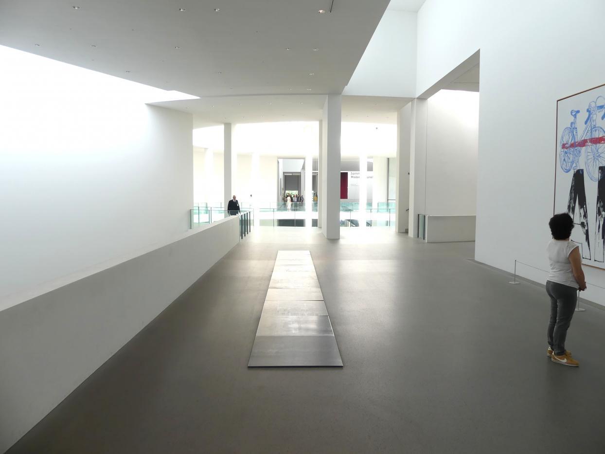 München, Pinakothek der Moderne, Gang im Ostflügel, Bild 3/3
