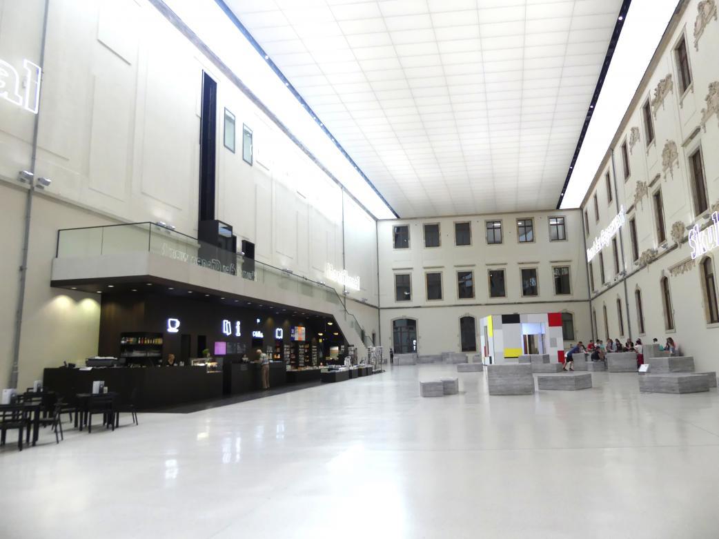 Dresden, Albertinum, Galerie Neue Meister, Erdgeschoss, Lichthof, Bild 1/5
