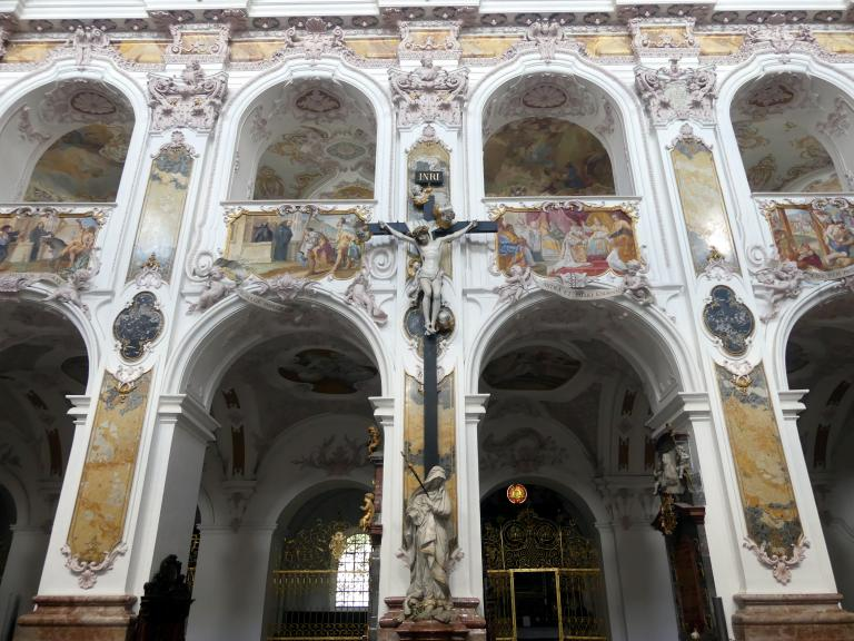 """Egid Quirin Asam: Statue """"Mater Dolorosa"""" unter dem Kreuz an der Nordseite des Mittelschiffes, 1725"""