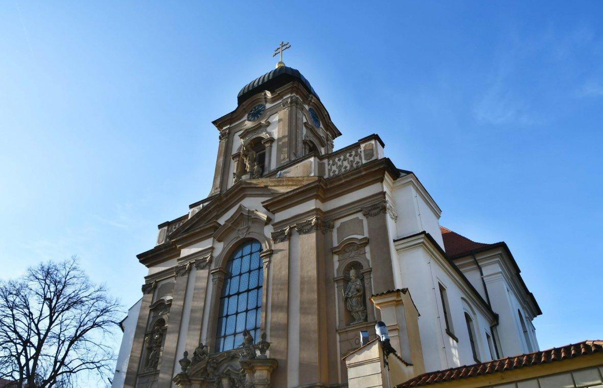 Kilian Ignaz Dientzenhofer: Umbau der Kirche St. Johannes von Nepomuk in Hradschin, 1737 - 1741