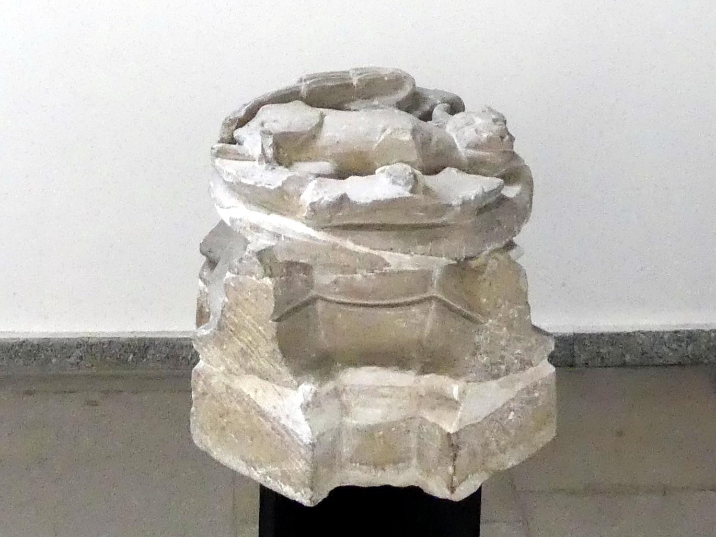 Gewölbe-Schlussstein mit einem geflügelten Stier, dem Symbol des Evangelisten Lukas, 2. Hälfte 14. Jhd.