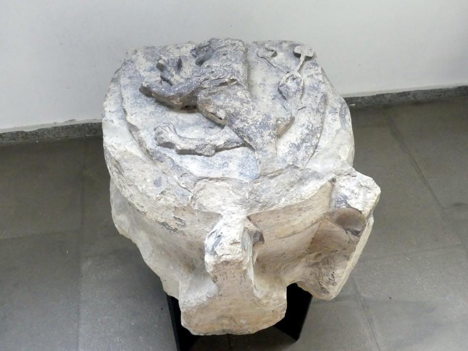 Gewölbe-Schlussstein mit einem schreitenden Löwen mit doppeltem Schwanz, 2. Viertel 14. Jhd.