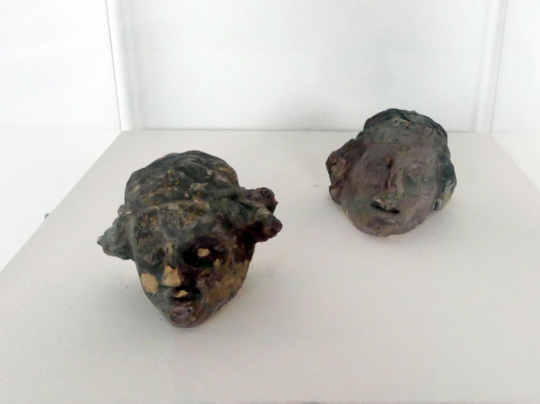 Zwei Engelsköpfe, die die guten Seelen beim jüngsten Gericht retten, 1400 - 1410