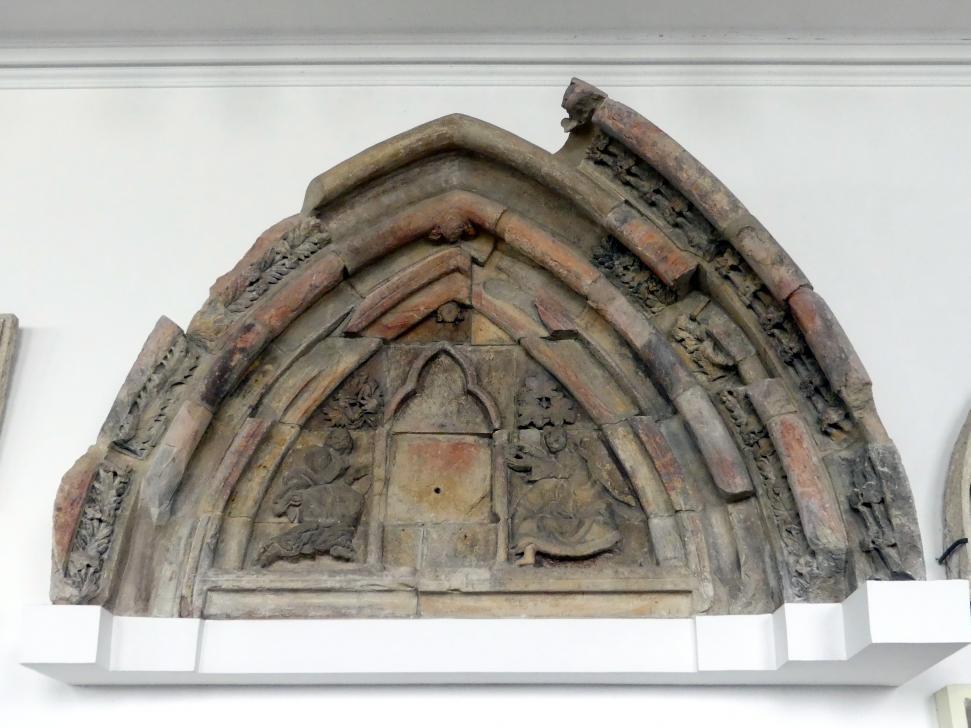 Tympanon (Schmuckfläche) mit Engeln, die die nicht erhaltene Jungfrau Maria mit Kind verehren, 3. Viertel 13. Jhd.