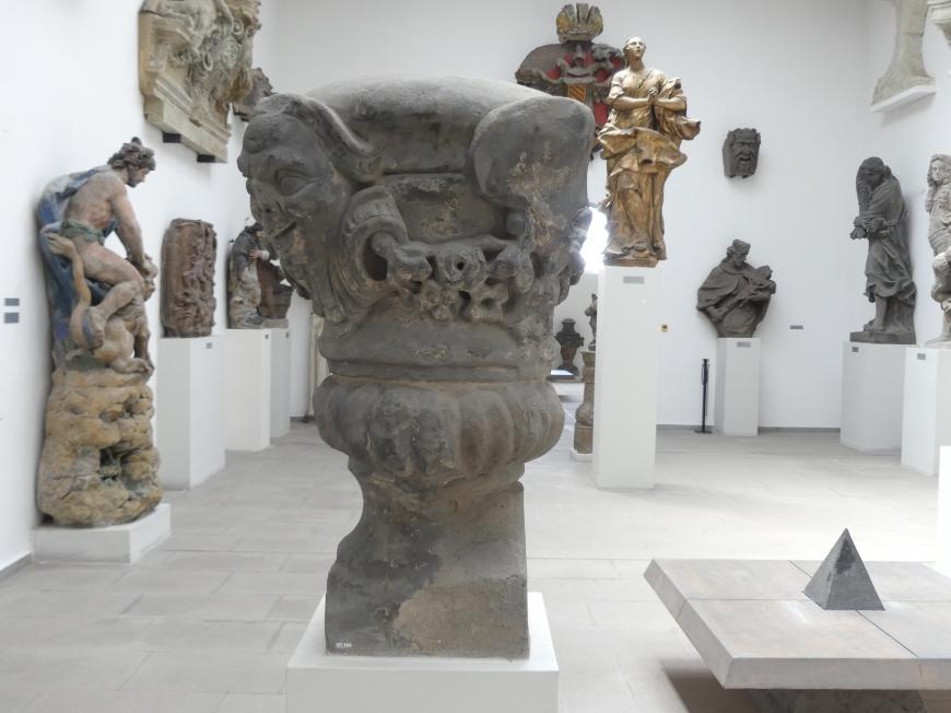 Vier verzierte Vasen, um 1720