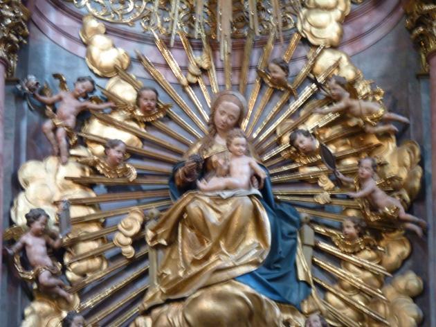 Michael Pacher: Schreinskulptur des Hochaltarretabels der Stadtpfarrkirche Salzburg: Thronende Madonna mit Kind, vor 1498