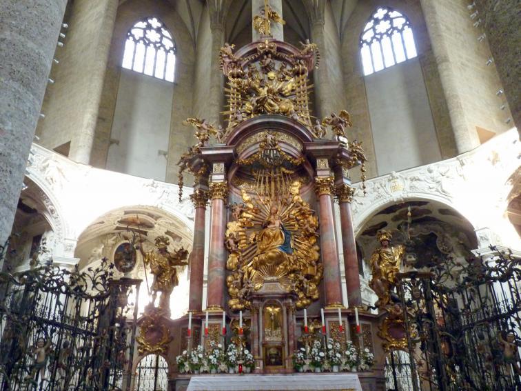 Michael Pacher: Schreinskulptur des Hochaltarretabels der Stadtpfarrkirche Salzburg: Thronende Madonna mit Kind, vor 1498, Bild 2/2