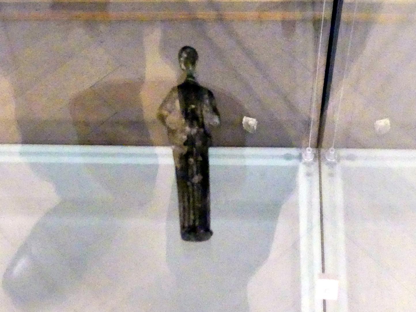 Statue einer Frau im Peplos (Frauenbekleidung im antiken Griechenland), 500 - 300 v. Chr., Bild 1/2