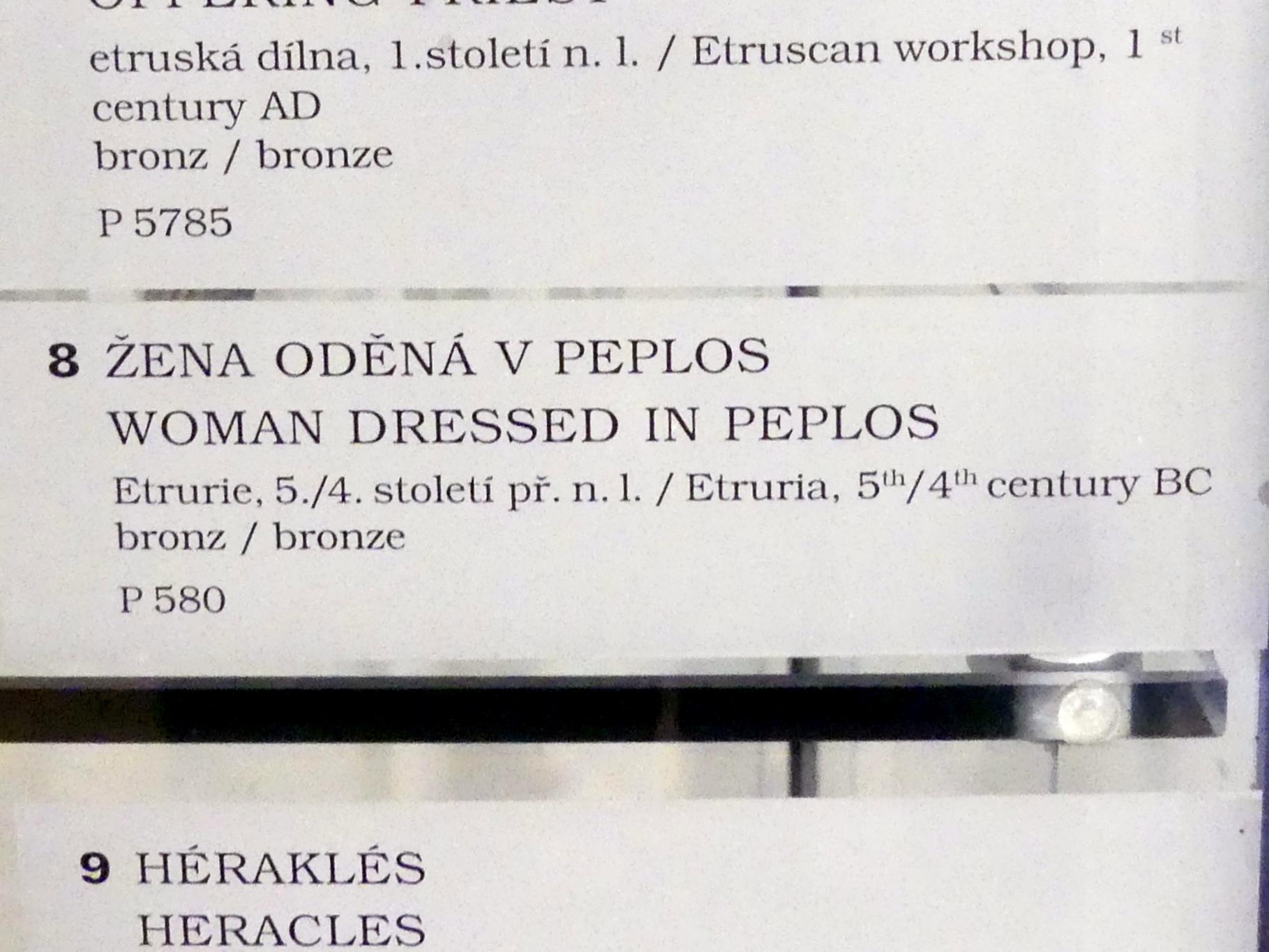 Statue einer Frau im Peplos (Frauenbekleidung im antiken Griechenland), 500 - 300 v. Chr., Bild 2/2