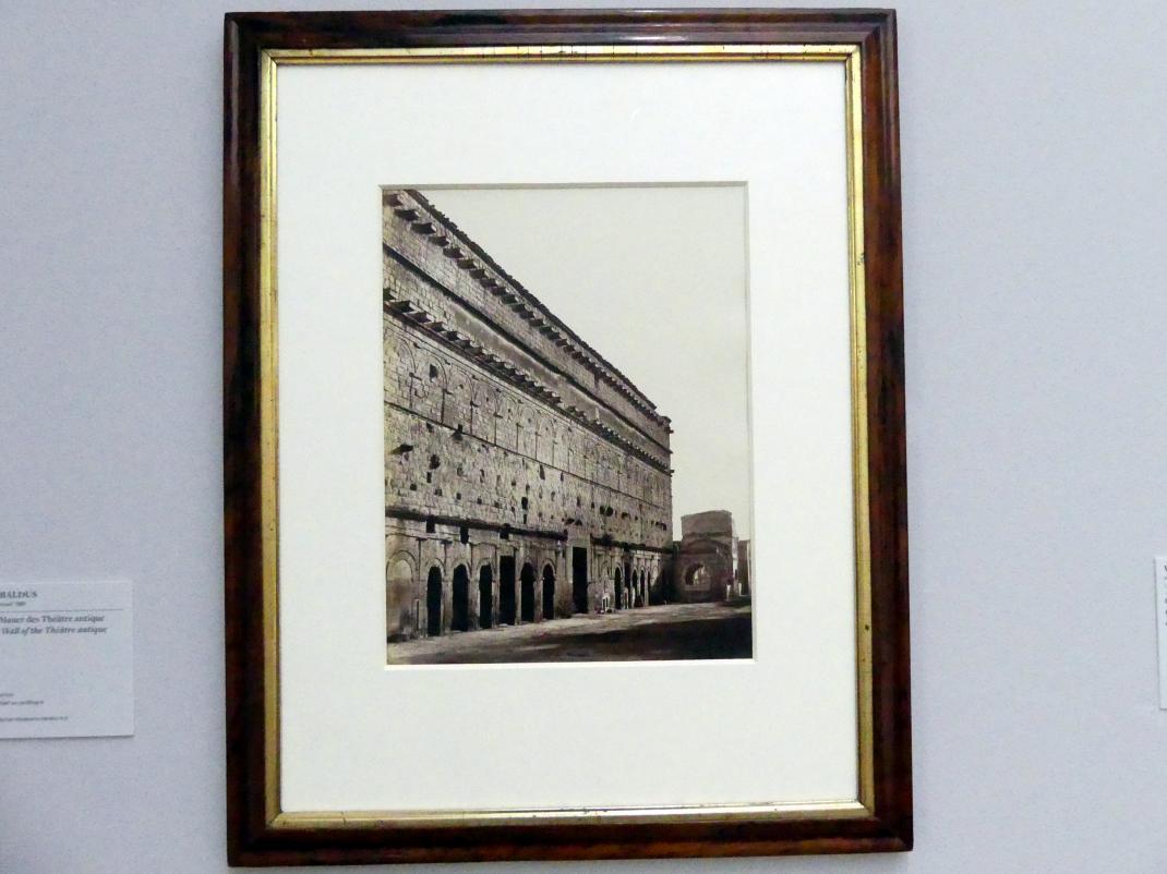 Édouard Baldus: Orange: Die Mauer des Théâtre antique, 1858