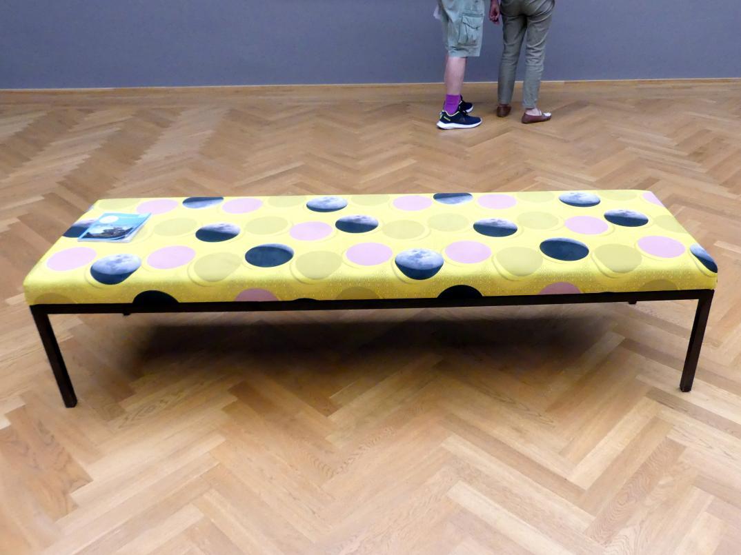 Céline Condorelli: Ausstellungsliege, 2019
