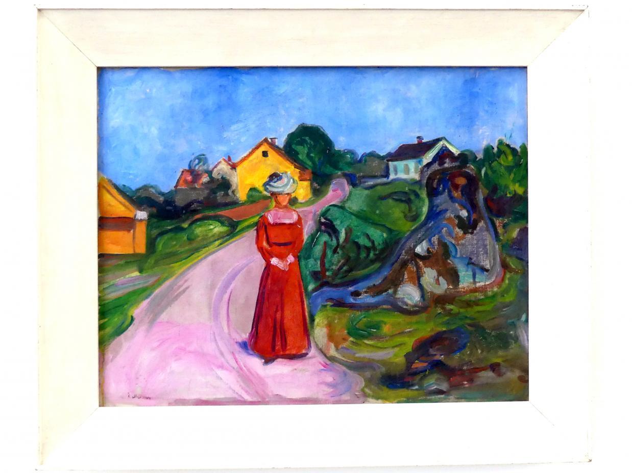 Edvard Munch: Gate i Åsgårdstrand med kvinne i rød kjole - Straße in Aasgaardstrand mit Frau im roten Kleid, um 1901 - 1903