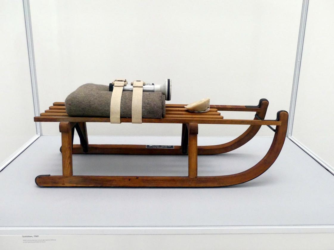 Joseph Beuys: Schlitten, 1969
