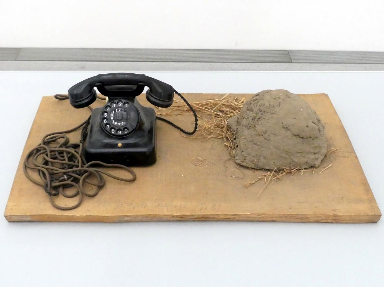 Joseph Beuys: Erdtelephon, 1968