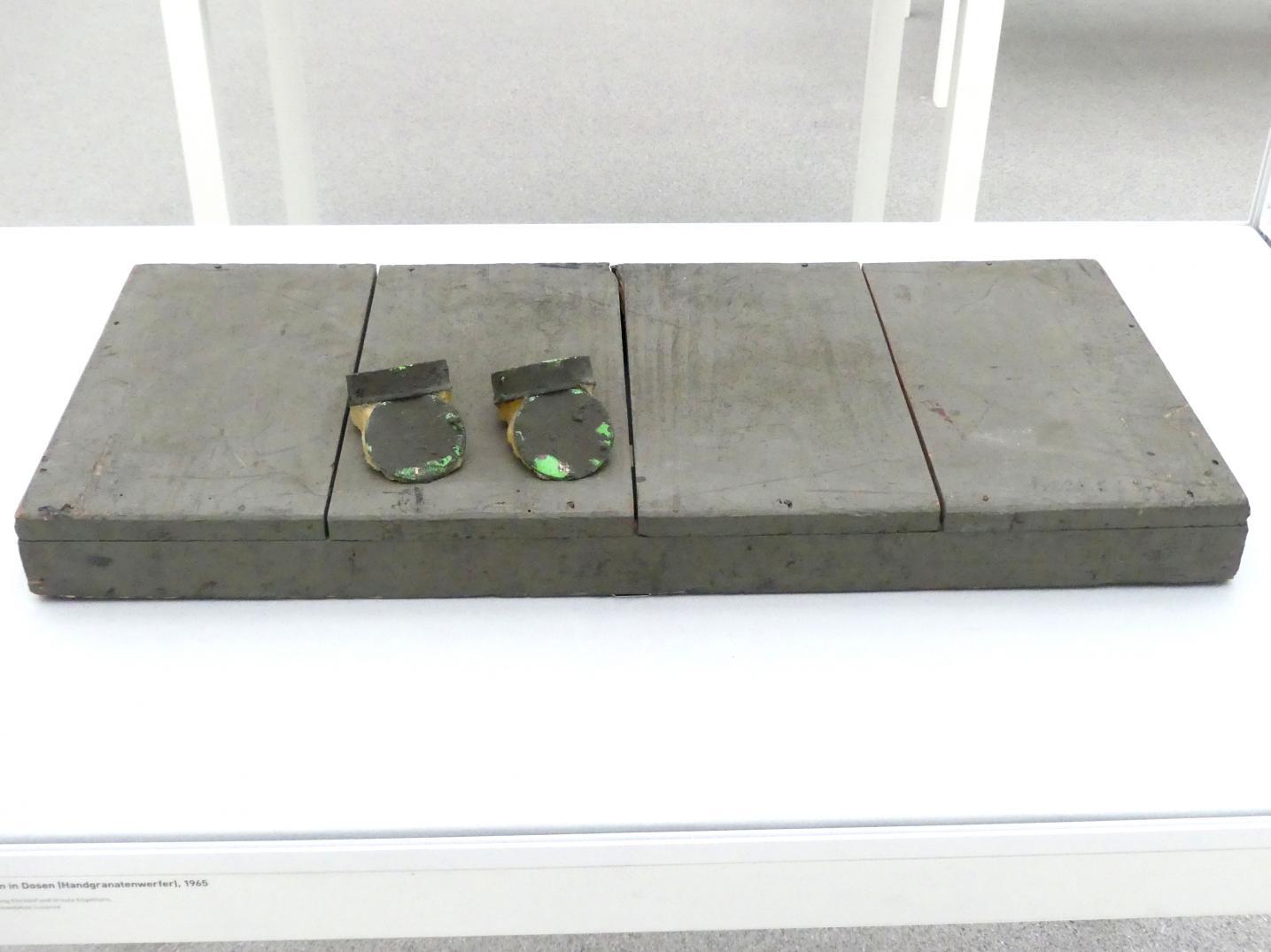 Joseph Beuys: Fettecken in Dosen (Handgranatenwerfer), 1965