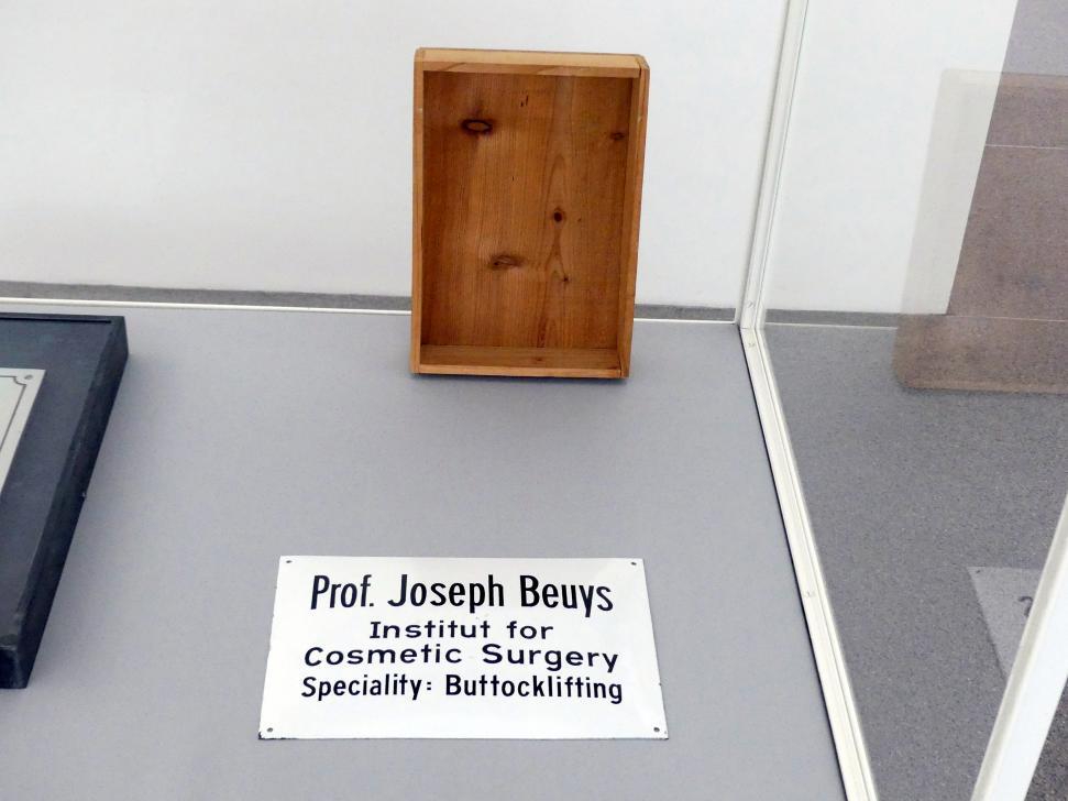 Joseph Beuys: Buttocklifting - Gesäßlifting, 1974