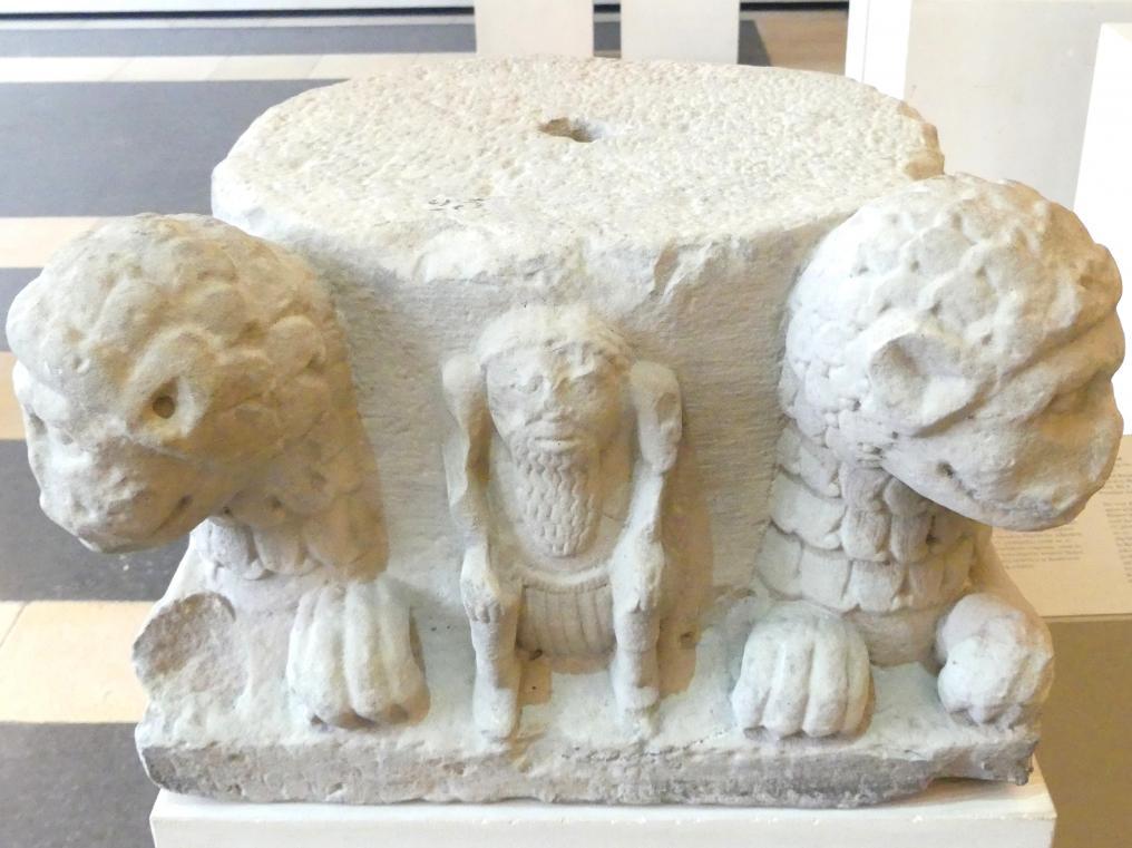 Säulenbasis mit Löwen, Um 1200