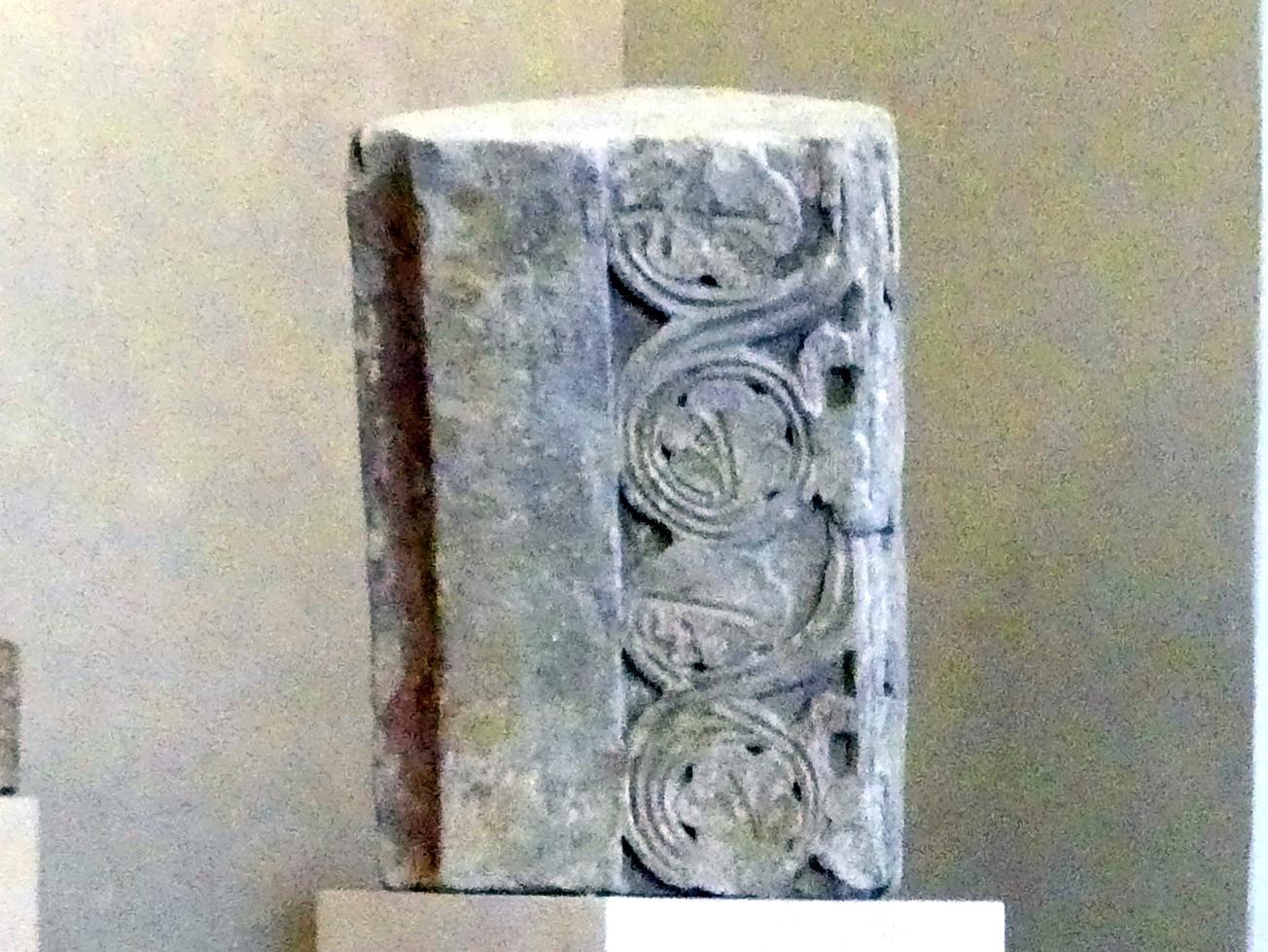 Teil eines Bogens mit Blättern und Kehle, Um 1250