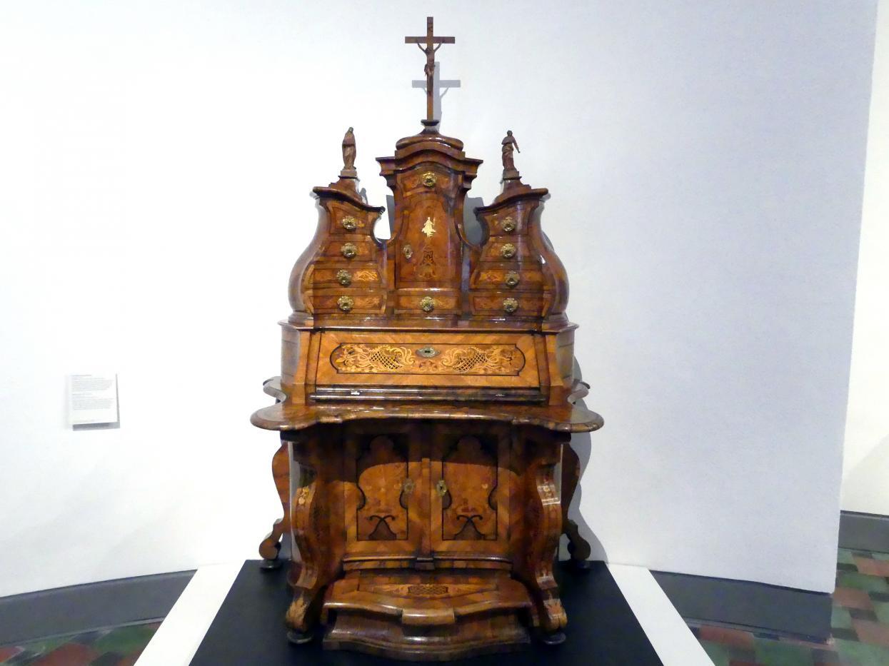 Schreibschrank mit Betpult, um 1735