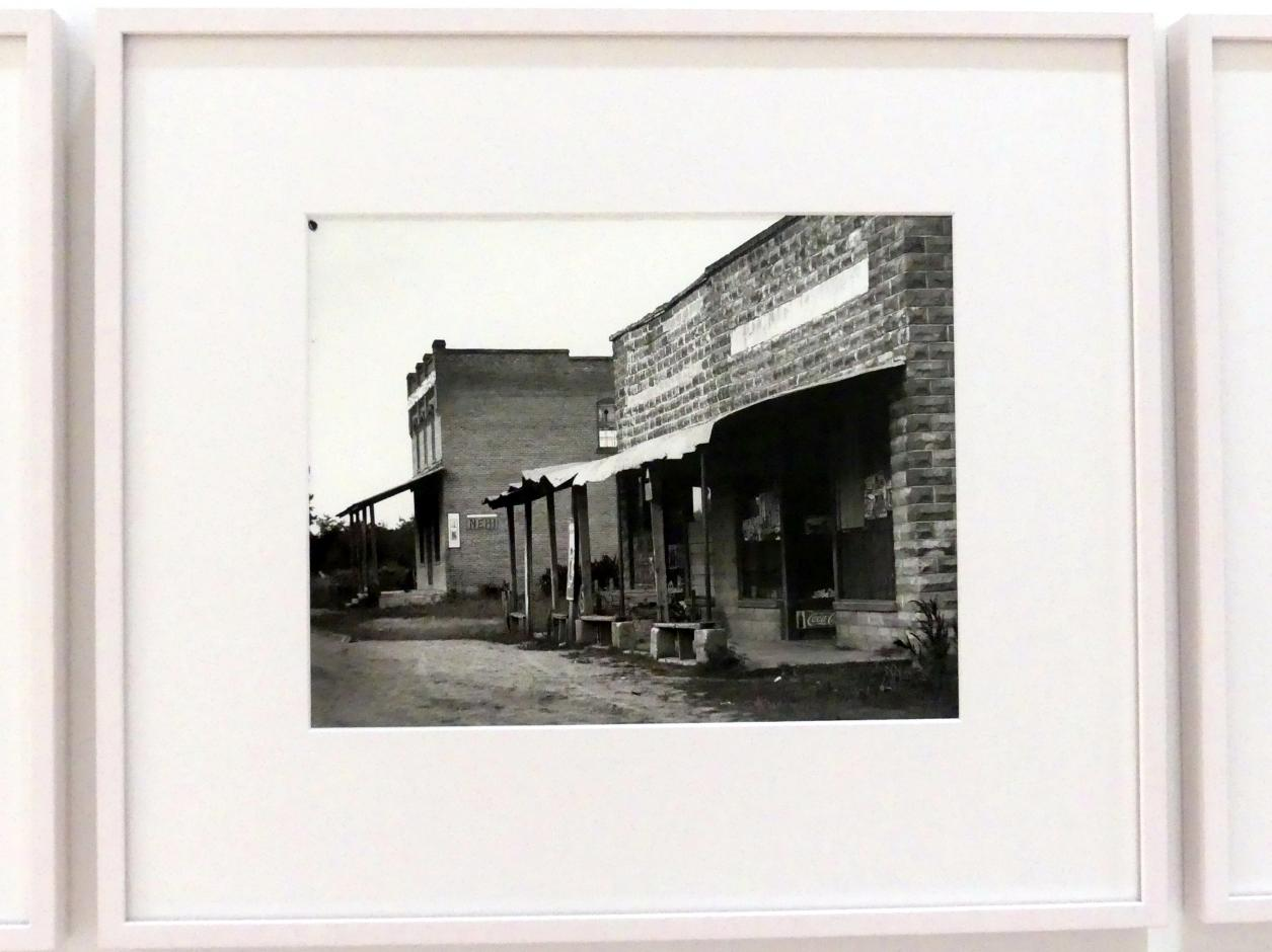 Walker Evans: Roadside Stand, Vicinity, 1936