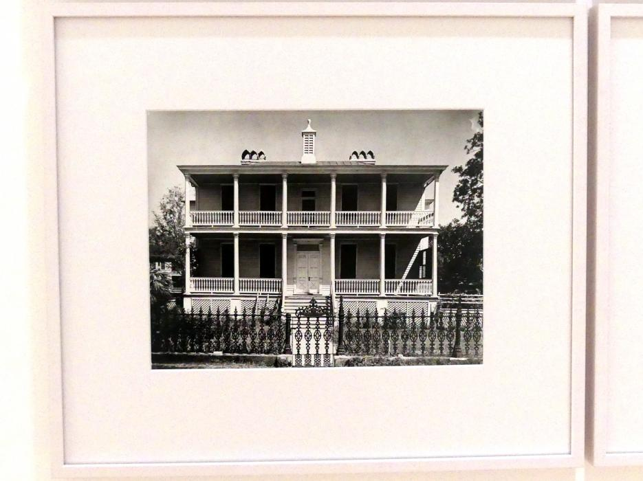 Walker Evans: Classical revival house, Beaufort (South Carolina), 1936
