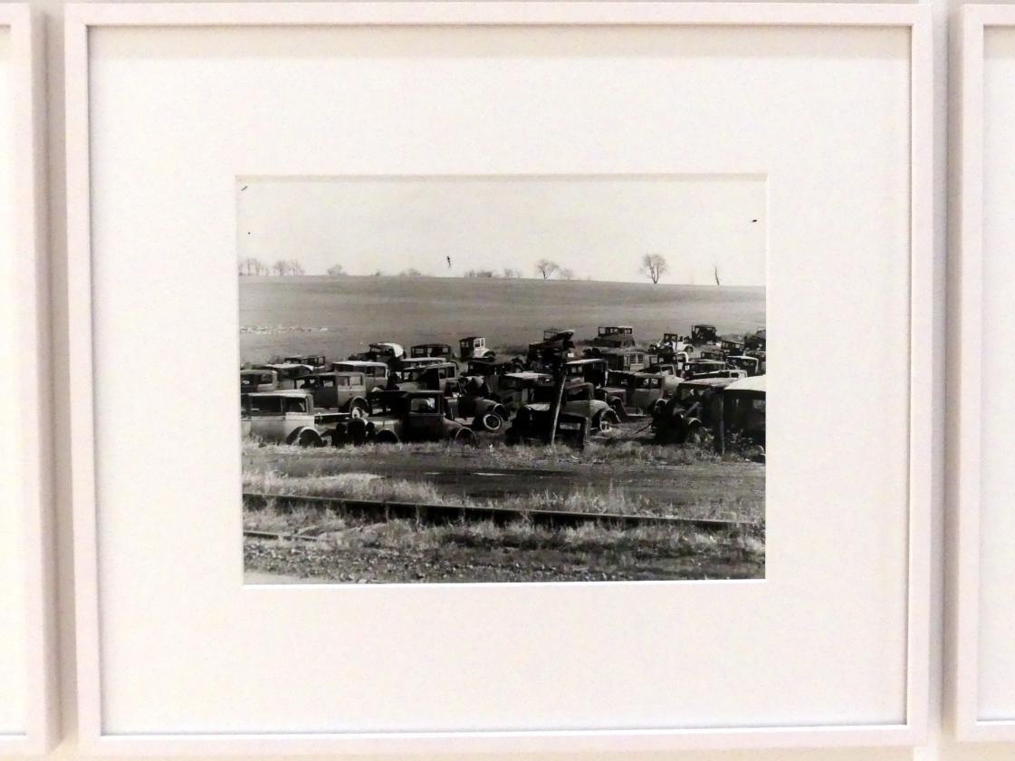 Walker Evans: Auto graveyard, 1936