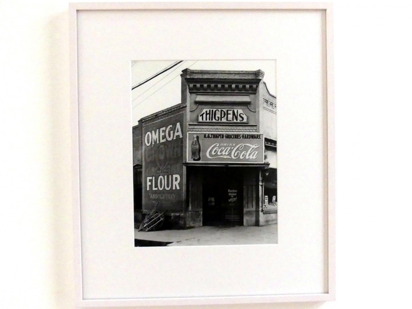 Walker Evans: Corner store, Marion (Alabama), 1936