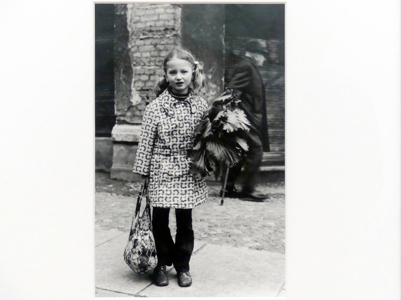 Helga Paris: Mädchen mit Kohl, 1969