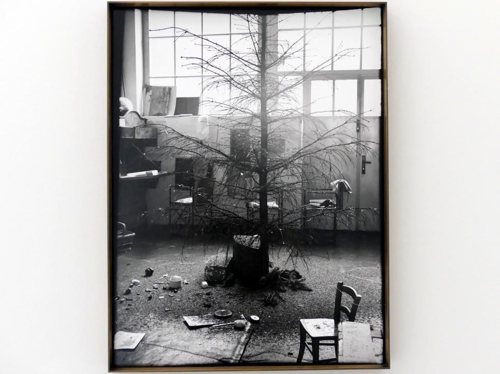 Joseph Beuys: Drei verlorene plastische Situationen: Die Nadeln eines Weihnachtsbaumes, 1964 - 1965