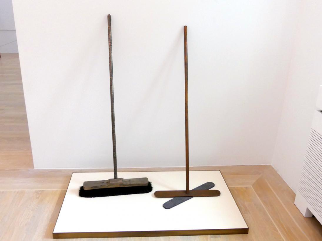 Joseph Beuys: Silberbesen und Besen ohne Haare, 1972