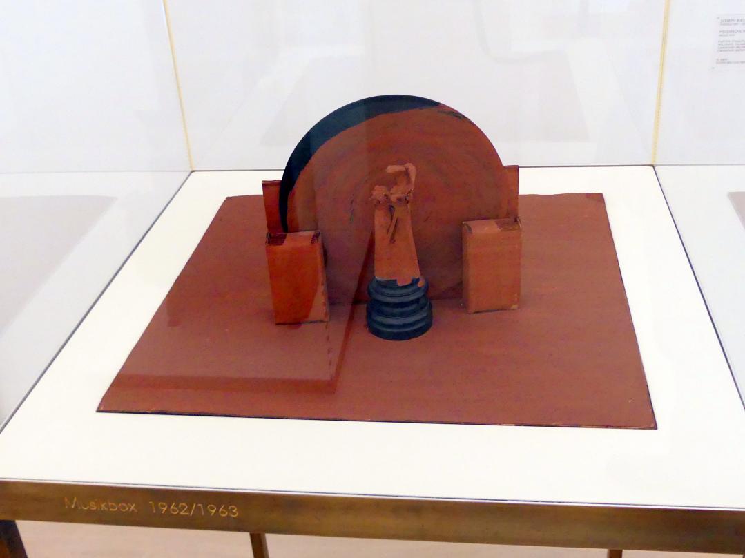 Joseph Beuys: Musikbox, 1962 - 1963
