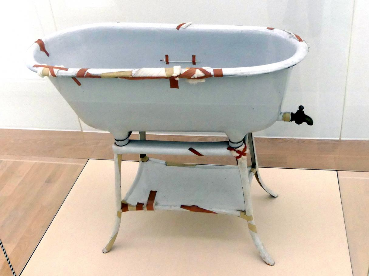 Joseph Beuys: Badewanne, 1960