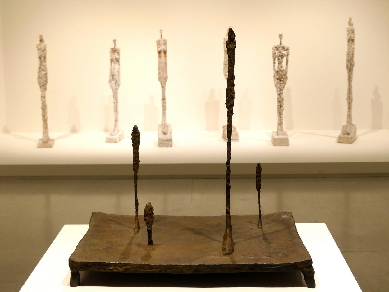 Alberto Giacometti: Drei Figuren und ein Kopf (Viereck), 1950