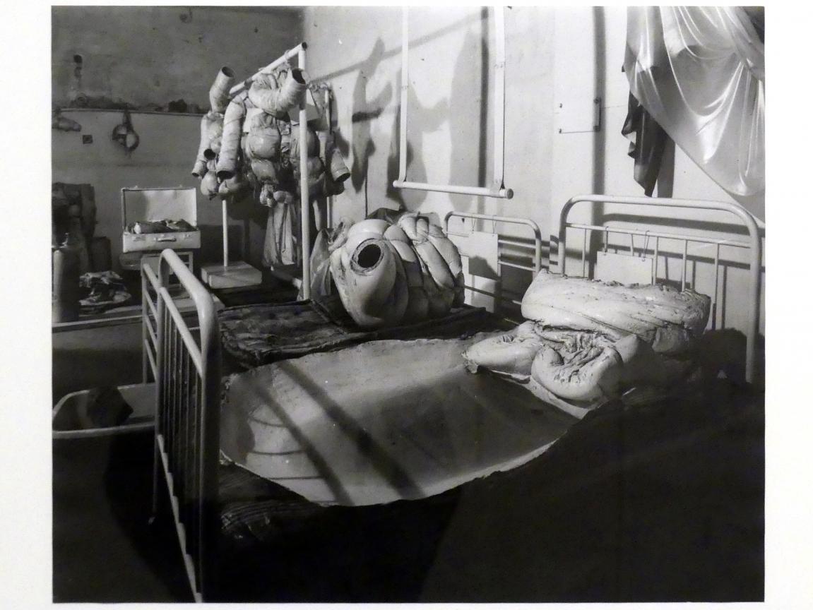 Zdeněk Beran: Rehabilitationsstation von Dr. Dr., 1970 - 1971, Bild 2/10