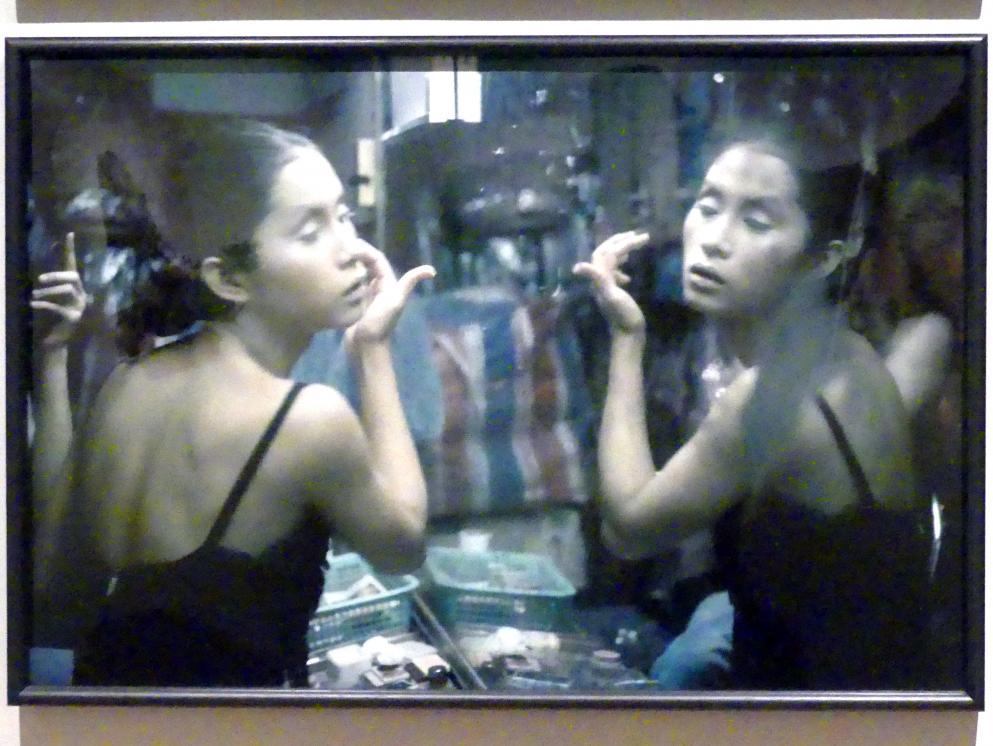 Nan Goldin: C beim Make-up, Second Tip, Bangkok, 1992