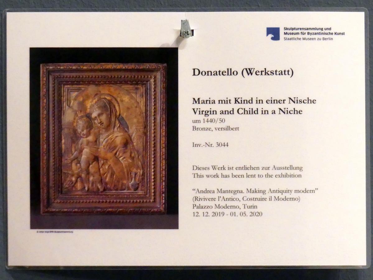 Donatello (Werkstatt): Maria mit Kind in einer Nische, um 1440 - 1450