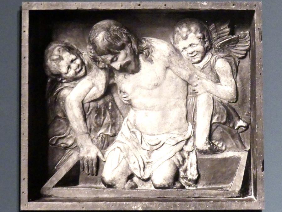 Donatello (Nachahmer): Der tote Christus zwischen zwei Engeln, um 1435