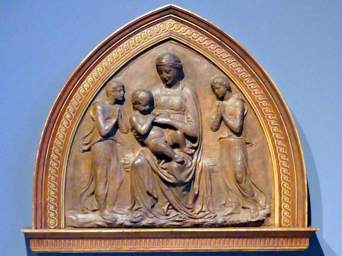 Luca della Robbia: Madonna mit Kind und zwei anbetenden Engeln, um 1430 - 1440