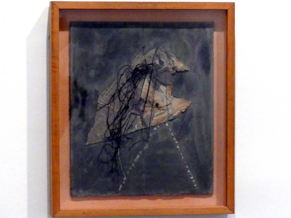 Antoni Tàpies: Figur aus Zeitungspapier und Fäden, 1946