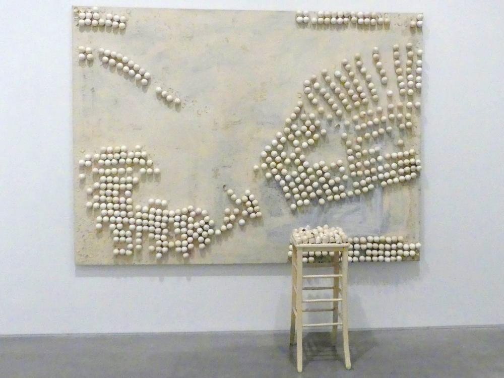 Marcel Broodthaers: Tisch und Stuhl mit Eiern, 1966