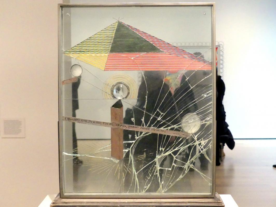 Marcel Duchamp: Fast eine Stunde lang (von der anderen Seite des Glases) mit einem Auge in der Nähe betrachtet werden, 1918