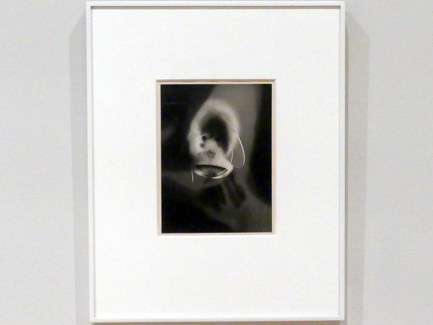 Man Ray: Rayograph, 1923
