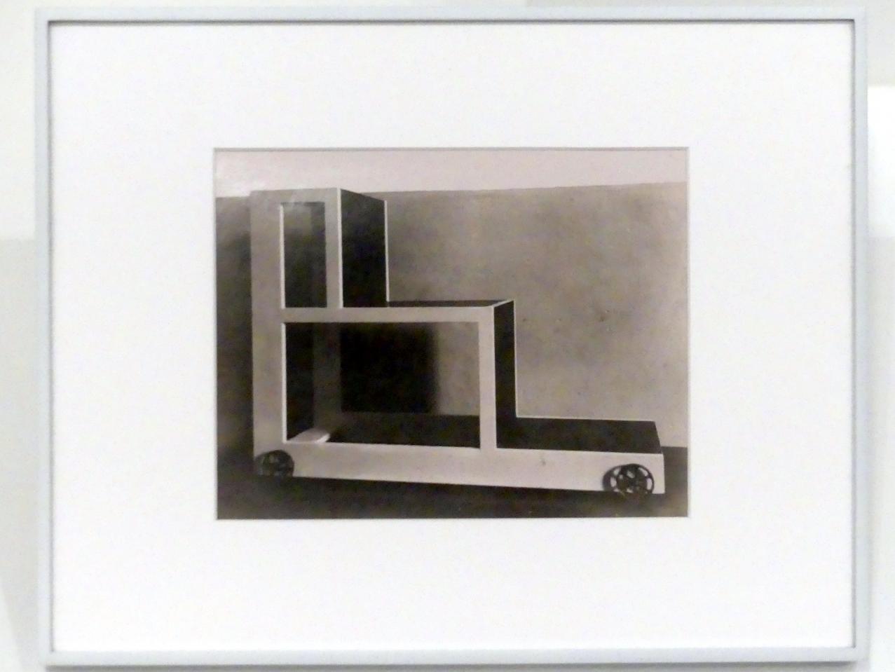 Lucia Moholy: Alma Buschers Leiterstuhl für das Kinderzimmer, 1923 - 1925