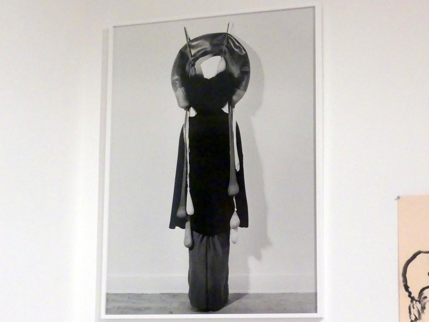 "Senga Nengudi: Performance mit ""Inside / Outside"", 1977"