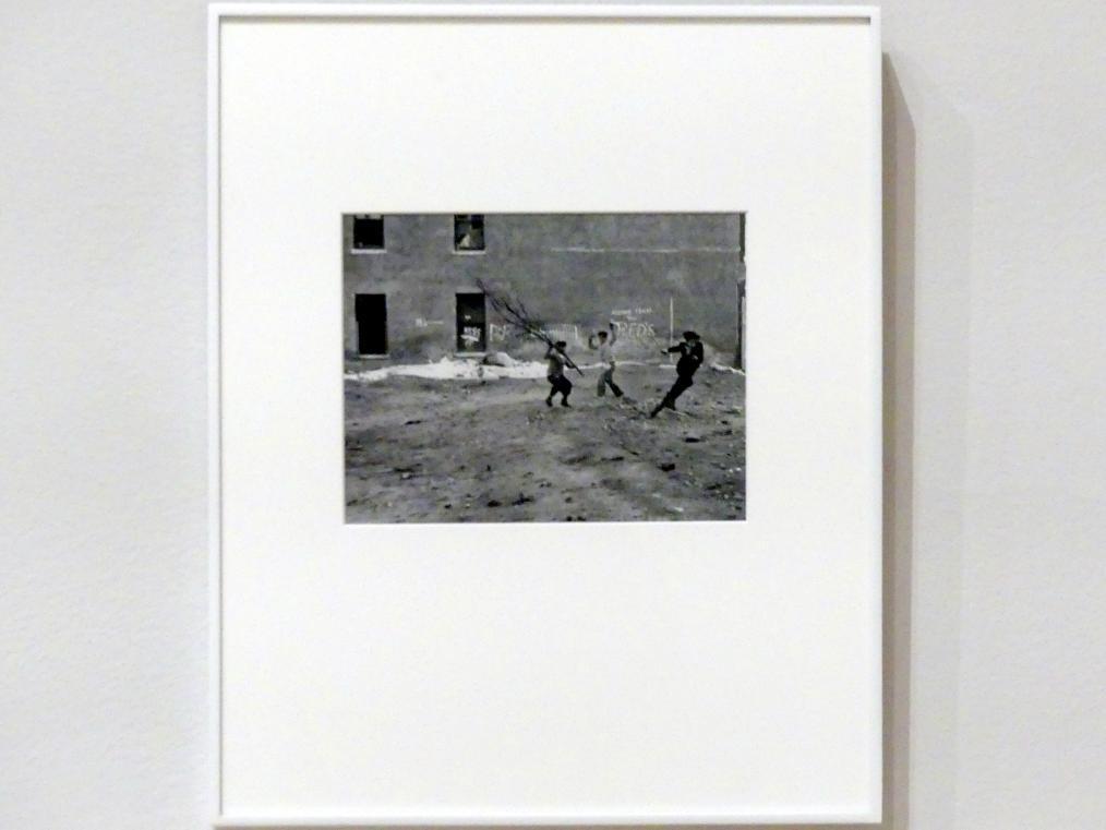 Helen Levitt: New York, 1940