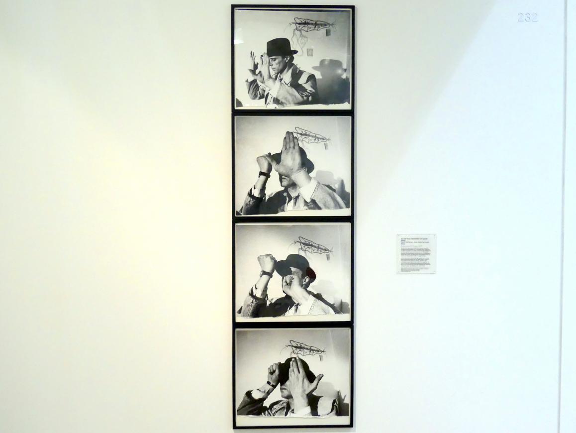 Ute Klophaus: Aus der Ecke. Handaktion von Joseph Beuys, 1969