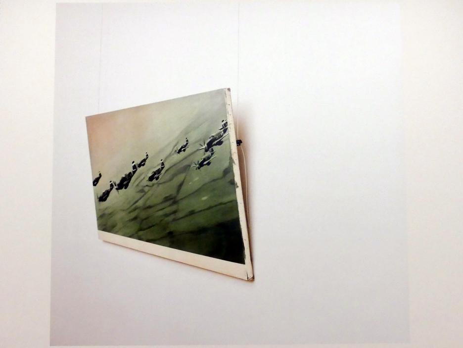 Louise Lawler: Keine Drohnen (passend gemacht), 2010 - 2011